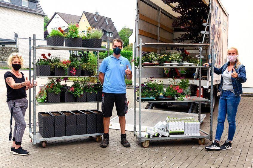 """""""King Kong"""" im Bauerngarten   Evangelische Altenpflege Bergisch Gladbach: Die Bewohner des Haus An der Jüch freuen sich über Spenden für die neue Balkonbepflanzung."""