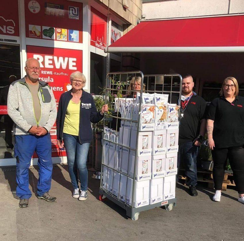 Rewe-Wintgens spendet wieder für das Tierheim Kürten