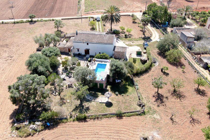 Typisch mallorquinische Finca mit schönem mediterranen Garten