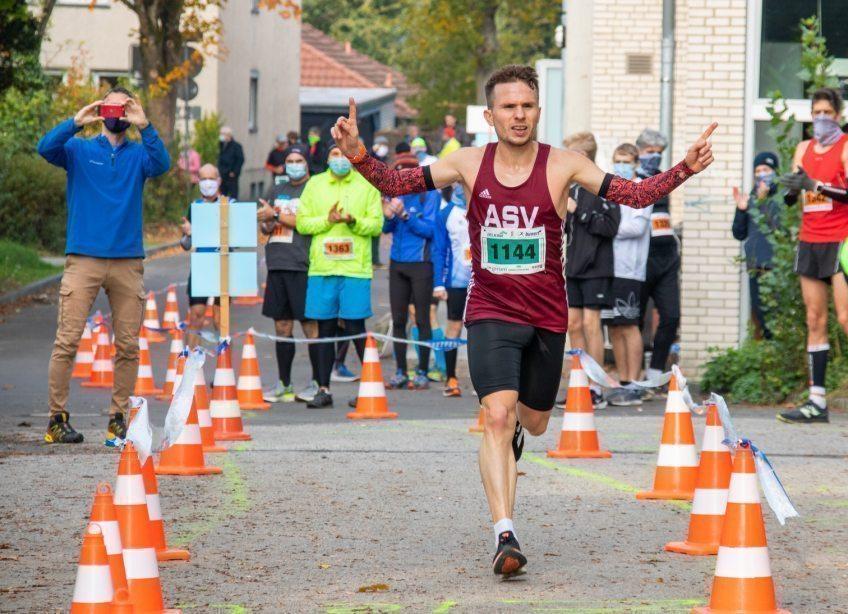 Dominik Fabianowski gewinnt Königsforst-Marathon in 2:24:39 h
