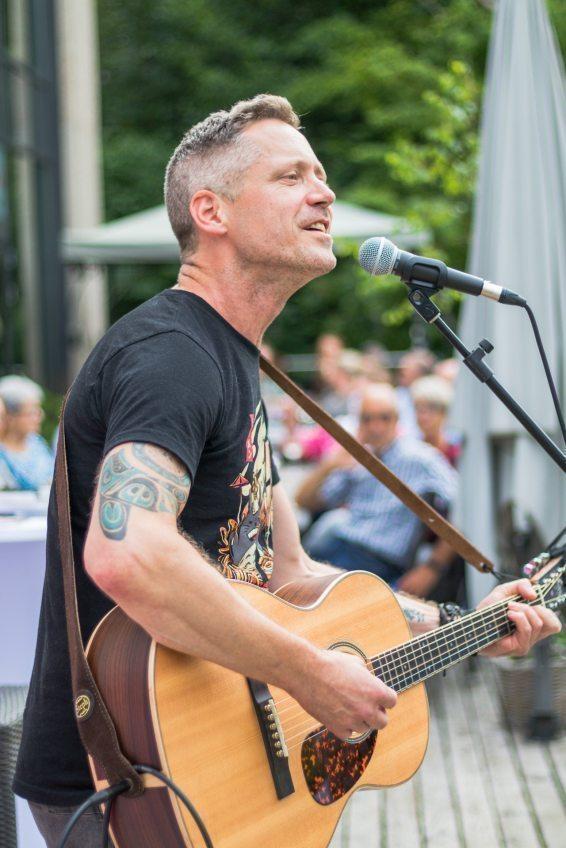 Saitenklänge Rückblick  Saitenklänge-Sommerkonzerte unplugged mit Morgan Finlay am 30. Juli 2020