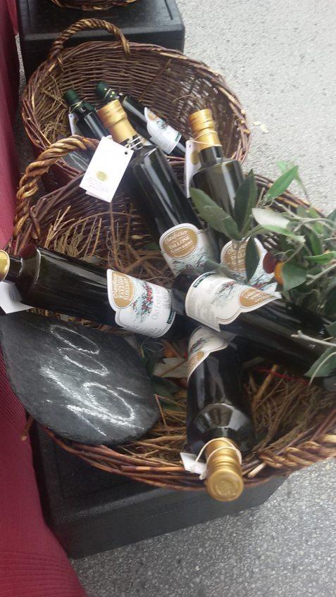 Italienisches Olivenöl und Spezialitäten auf dem Refrather Wochenmarkt