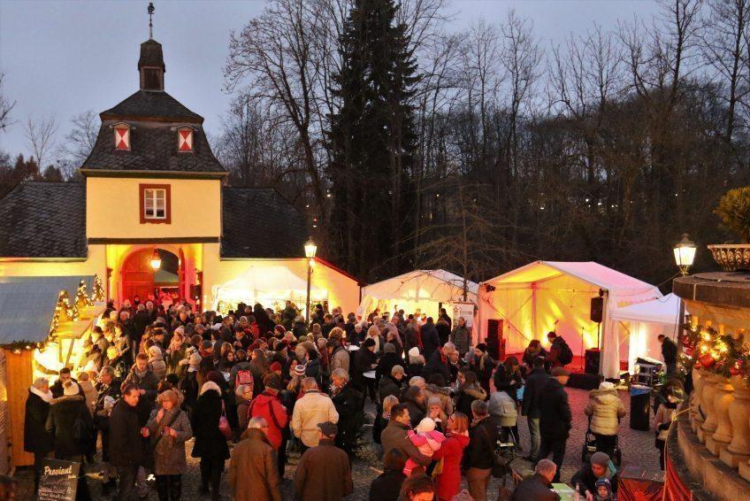 Weihnachtsmarkt auf Schloss Eulenbroich  Romantischer Weihnachtsmarkt vor traumhafter Schlosskulisse 29. November bis 01. Dezember 2019