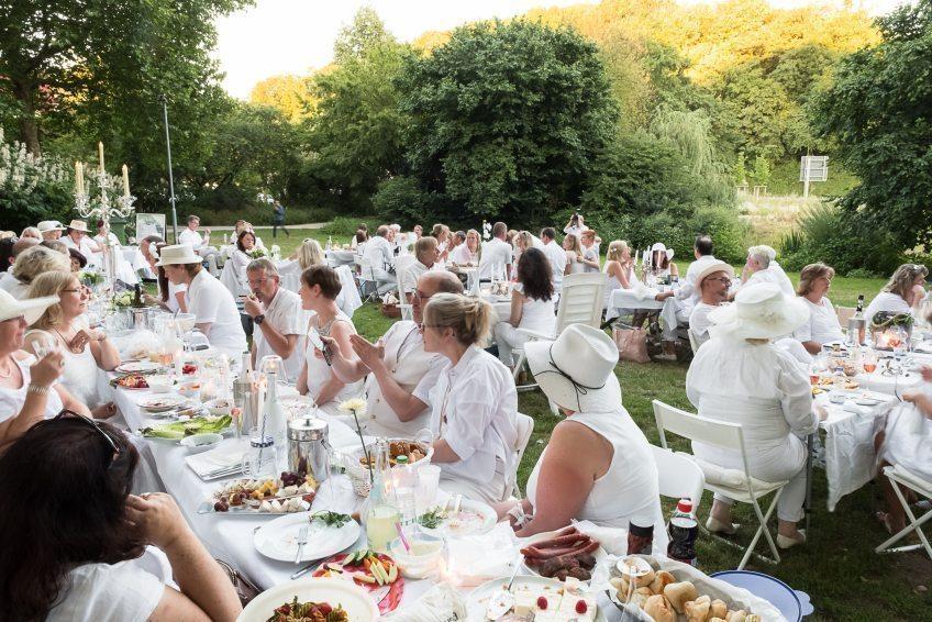 White Dinner in Bergisch Gladbach am 29.06.2019 wird weiss getafelt