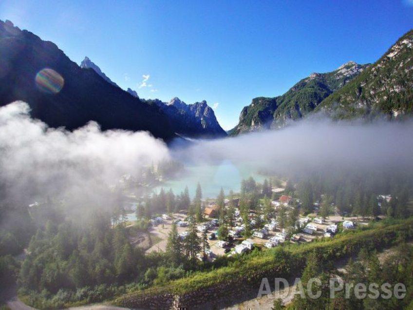 Campingausflug in den goldenen Oktober:  ADAC Campingführer nennt reizvolle Ziele für Wanderer und Weingenießer
